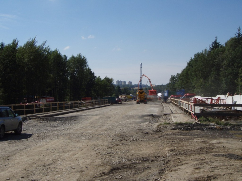 Most na silnici R6 - Sokolov připravený k rozřezání a demolici