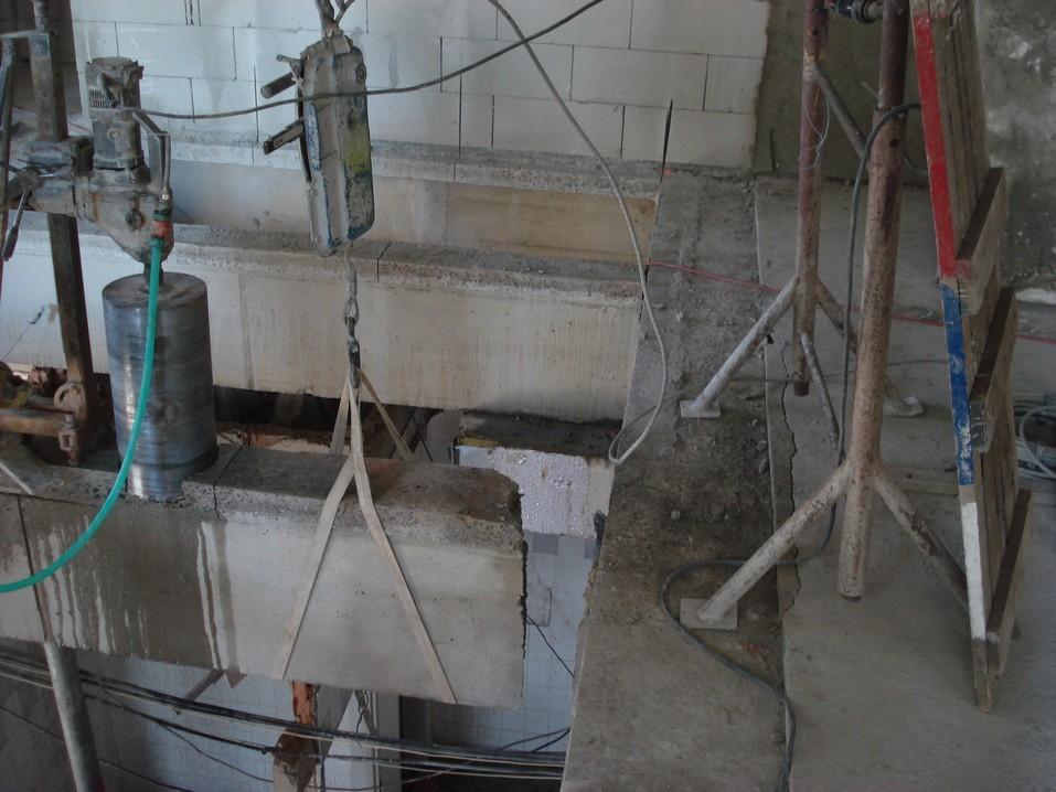 Jádrové vrtání - převrtávání železobetonového trámu Mc'Donald Ústí nad Labem