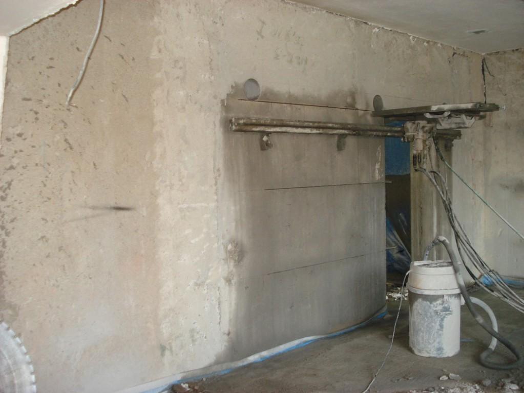 Vyřezávání nových dveřních otvorů včetně usazení ocelového ztužujícího překladu - Magistrát města Ústí nad Labem