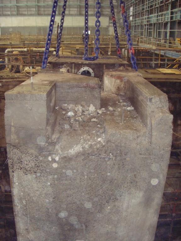 Vyřezaný železobetonový blok z turbínové stolice - elektrárn Tušimice