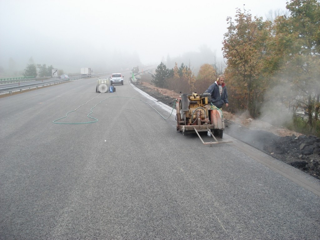 Řezání asfaltu - Dálnice D8, Řehlovice