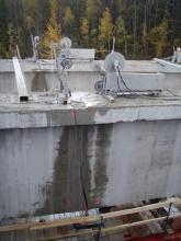 Řezání nosníků mostu lanovou pilou